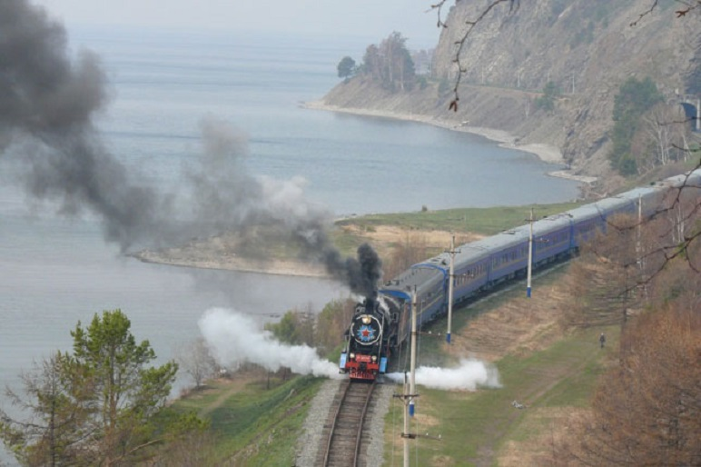 Train Golden Eagle au Lac Baikal