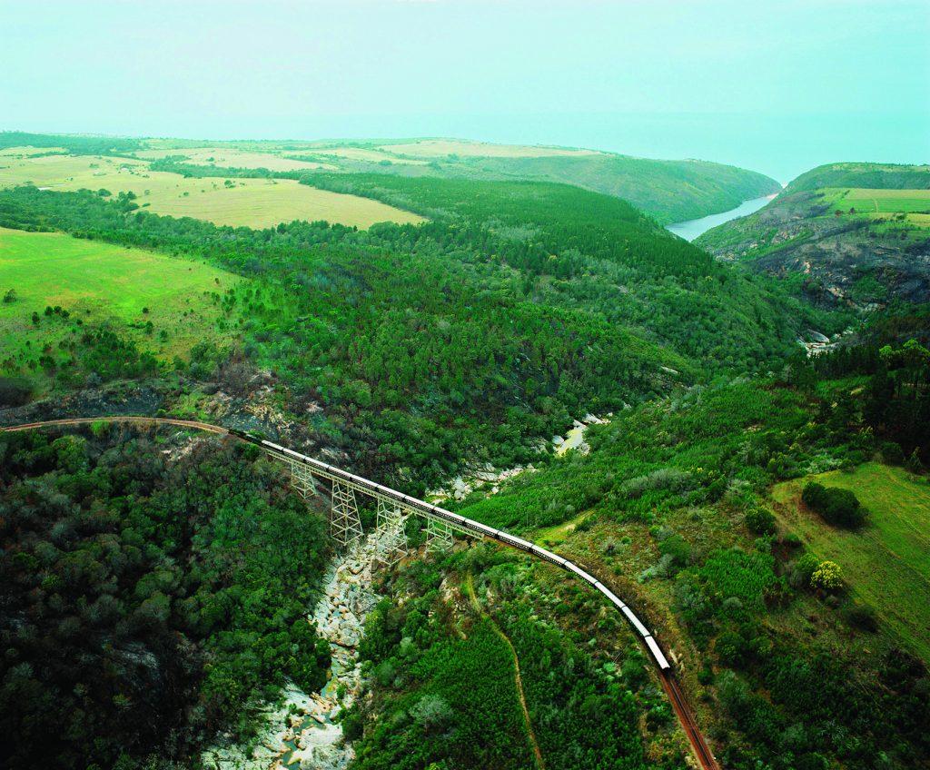 Train Shongololo Express sur pont