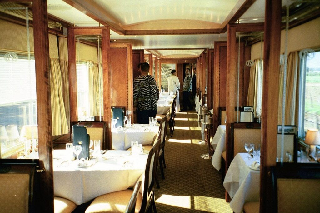 Voiture restaurant du Train Bleu en Afrique du Sud (Blue Train)
